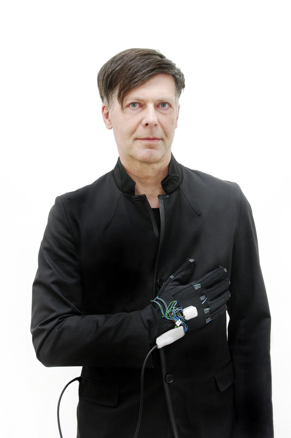 Olaf Schirm Symboter Dataglove